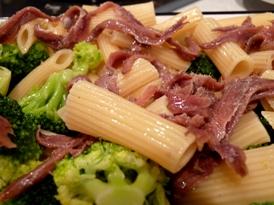 paste-cu-broccoli-ansoa-si-sos-de-branza-01