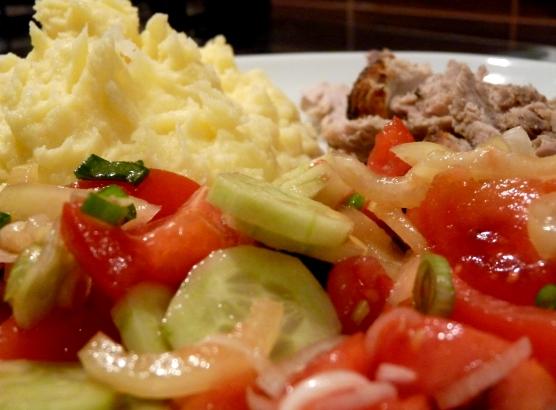 salata-cu-piure-si-friptura