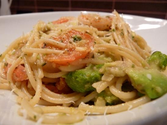 spaghete-cu-creveti-si-avocado1