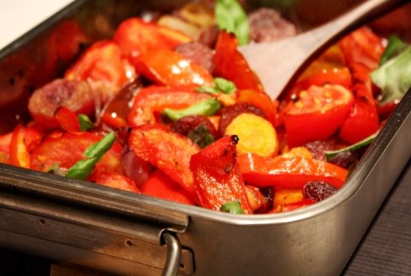 legume la tava cu otet balsamic si carnaciori