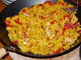 paella cu pui, carnati si chorizo