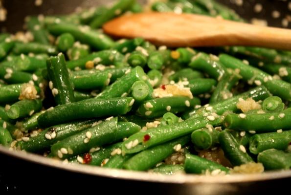 fasole verde cu susan, soia si chilli
