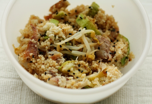 salata de cous cous cu macrou afumat
