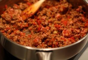carne tocata de vita, legume, mirodenii