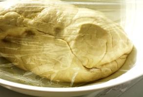 coca de paine, lasata la crescut
