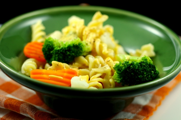 paste cu legume si sos mimolette