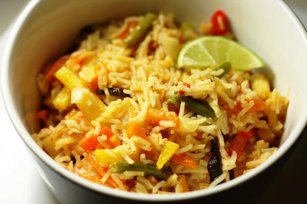 orez cu somon, legume si red curry