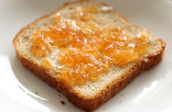 paine cu unt si cu gem de gutui