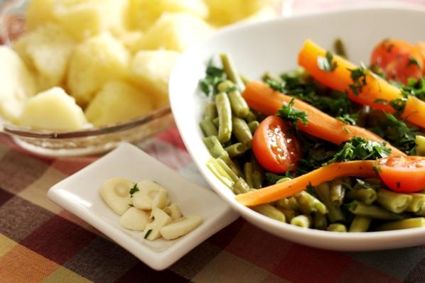 salata de fasole verde si cartofi cu unt