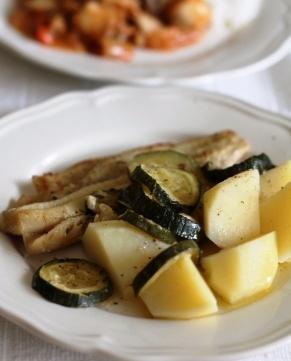 cod cu zucchini, cartofi si sos de lamaie