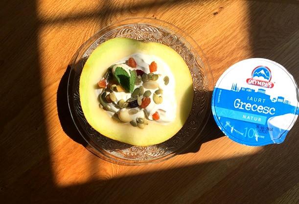mic dejun cu iaurt grecesc
